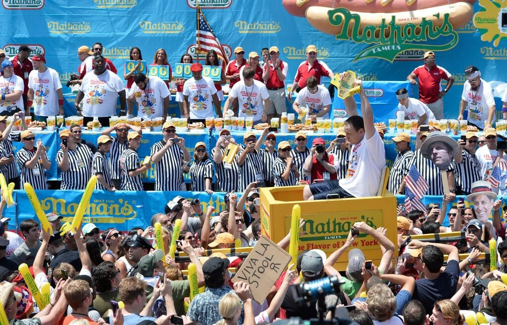 """Joey """"Jaws"""" Chestnut wins 8th straight championship, Miki Sudo earns 1st pink belt"""