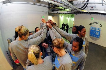 Chicago Sky win their first home playoff game at right time