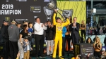 Kyle Busch ends losing streak and captures second NASCAR Cup title